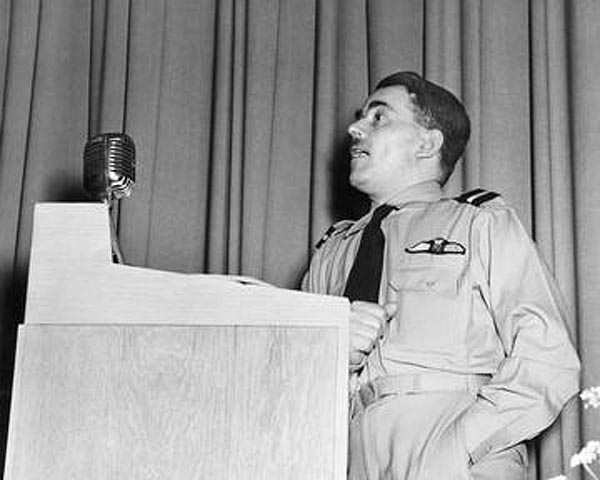 Sir Frank Whittle, giving a talk at the facility now known as the NASA Glenn Research Center, in 1946